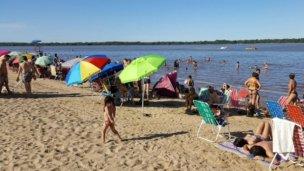 La contaminación con coliformes fecales es menor en la costa uruguaya