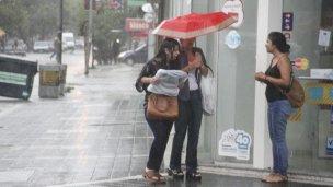 La lluvia hizo colapsar los desagües