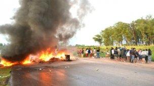 Vecinos del asentamiento Mena impidieron el tránsito pesado