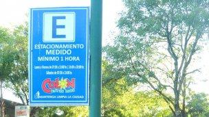 El estacionamiento medido ya no funciona, pero los carteles siguen