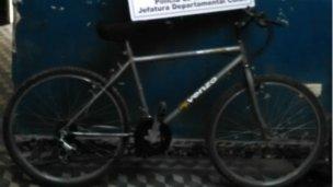 Le robó la bicicleta a un repartidor
