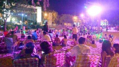 La música electrónica abrió el escenario de la Fiesta de la Playa