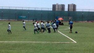 Los pequeños futbolistas llegaron, pero la polémica sigue