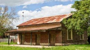 Destrozos en una escuela y robo en la estación