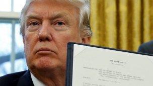 Trump firmó la orden para construir el muro con México