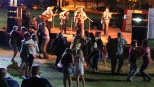 El folclore llega a la Plaza Moreno