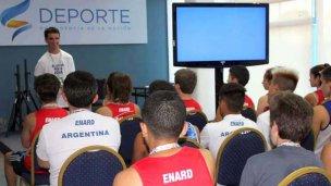 Rodrigo López brindó charlas de superación en el Cenard