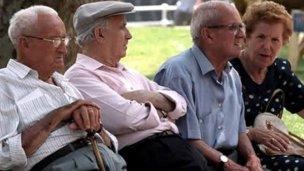 Firmaron el decreto por el bono compensatorio para jubilados