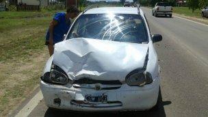 Un chico giró en U y causó un accidente