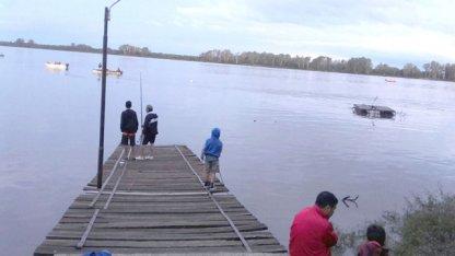 Pescaba en el viejo muelle de Liebig y desapareció en el río