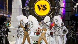 En Gualeguaychú, el carnaval pudo contra el tiempo
