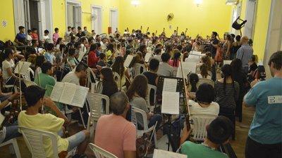 La ciudad está colmada de orquestas infantiles