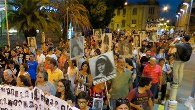 Fue multitudinaria la marcha por la Memoria en Paraná