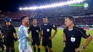 Argentina podría pagar muy caro los insultos de Messi a un juez