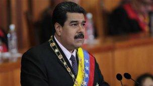 Golpe en Venezuela: Maduro da un paso atrás