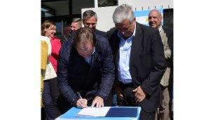 Bordet firmó el decreto para el Plan Maestro de Agua