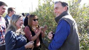 Diputados nacionales recorrieron campos de arándanos