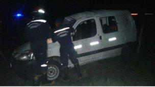 Una familia hospitalizada luego de chocar y volcar