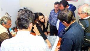 Buscan soluciones para viviendas del IAPV afectadas por desbordes del canal pluvial