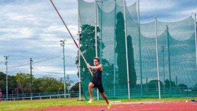 Zaffaroni ganó el salto con garrocha en España