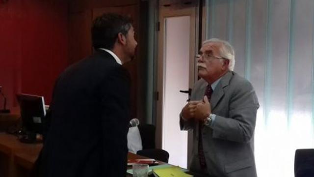 Malvasio frente al abogado de Canosa.