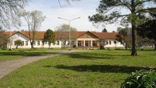 Canali se reunió con directivos de la escuela granja