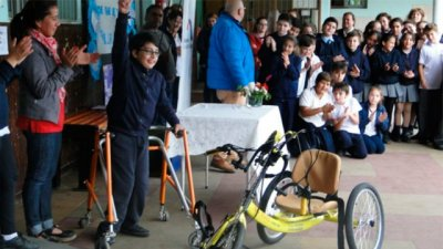 Niño entrerriano recibió una bicicleta adaptada
