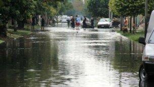 Crece el río y el número de evacuados en Salto