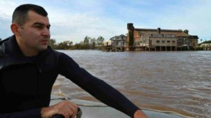 Del otro lado del río, treparía a 2 mil el número de evacuados