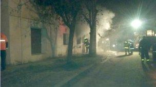 Dos personas quedaron atrapadas en un incendio