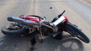 Un adulto y dos menores heridos al chocar la moto en que viajaban