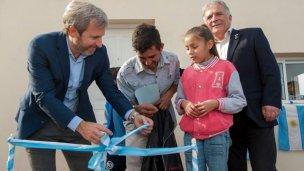 Frigerio y Stratta entregaron viviendas en Victoria y Diamante
