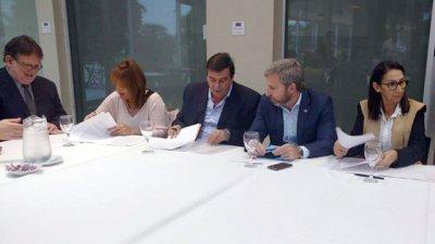 Firmaron convenio para viviendas destinadas a inundados en Colón y San José