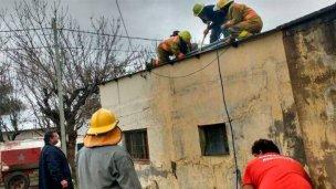 Bomberos debieron combatir el incendio con mangueras de jardín y baldes