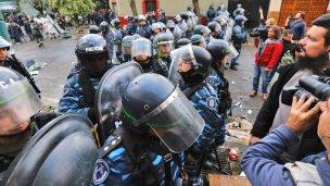 Hay detenidos y heridos en desalojo a protesta de trabajadores