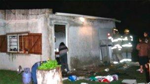 """Una explosión """"levantó"""" el techo de una casa"""