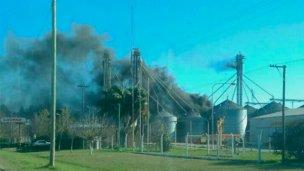 Voraz  incendio consumió un silo y ocasionó pérdidas millonarias