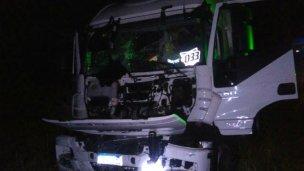 Dos camiones chocaron violentamente sobre la autovía