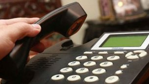 Teléfono en mano, policía ayudó a salvarle la vida a su esposo