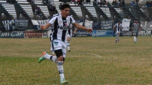 Atlético Uruguay ganó con goles de D'Angelo y Rodríguez