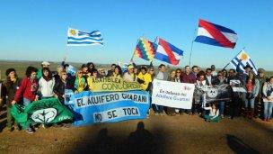 Organizaciones de 4 países marcharon contra el fracking en Cuchilla del Fuego