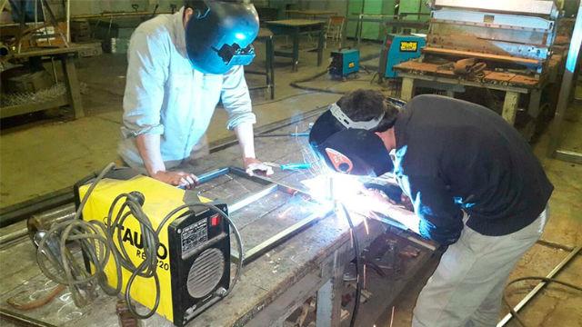 Los alumnos trabajando (AIM)