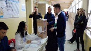 Mauro Urribarri votó en Concordia y regresa a Paraná