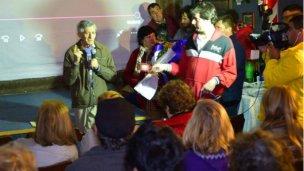 Omar Borcard y una bienvenida sorpresa a Villa Elisa