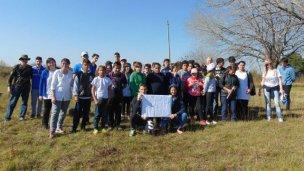 Los alumnos plantaron árboles autóctonos