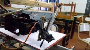 """El sueño del """"pibe"""" que construyó una impresora artesanal"""