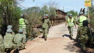 Instalan el nuevo puente  sobre el Arroyo de la China