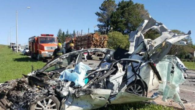 Trágico accidente en Uruguay: fallecieron 3 argentinos en un violento choque frontal