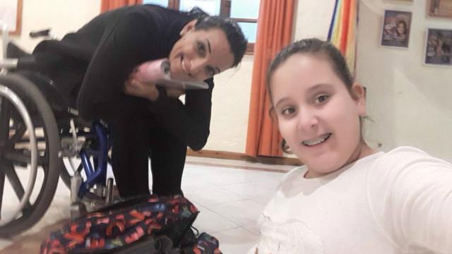 Laura y Alfonsina en clase.