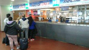 Paro de transporte: historias de los que quedan varados en la terminal